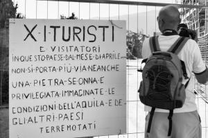 Onna: turisti delle macerie #1